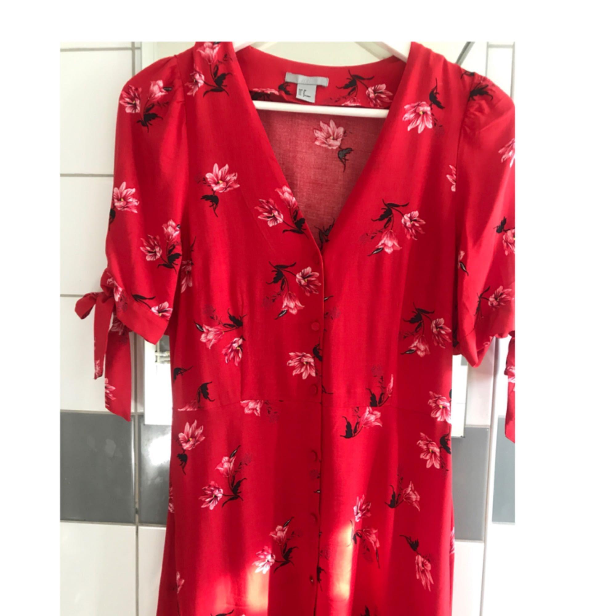 Sommar klänning sen. 158 inklusive frakt 😊 eller möts upp i Sthlm . Klänningar.