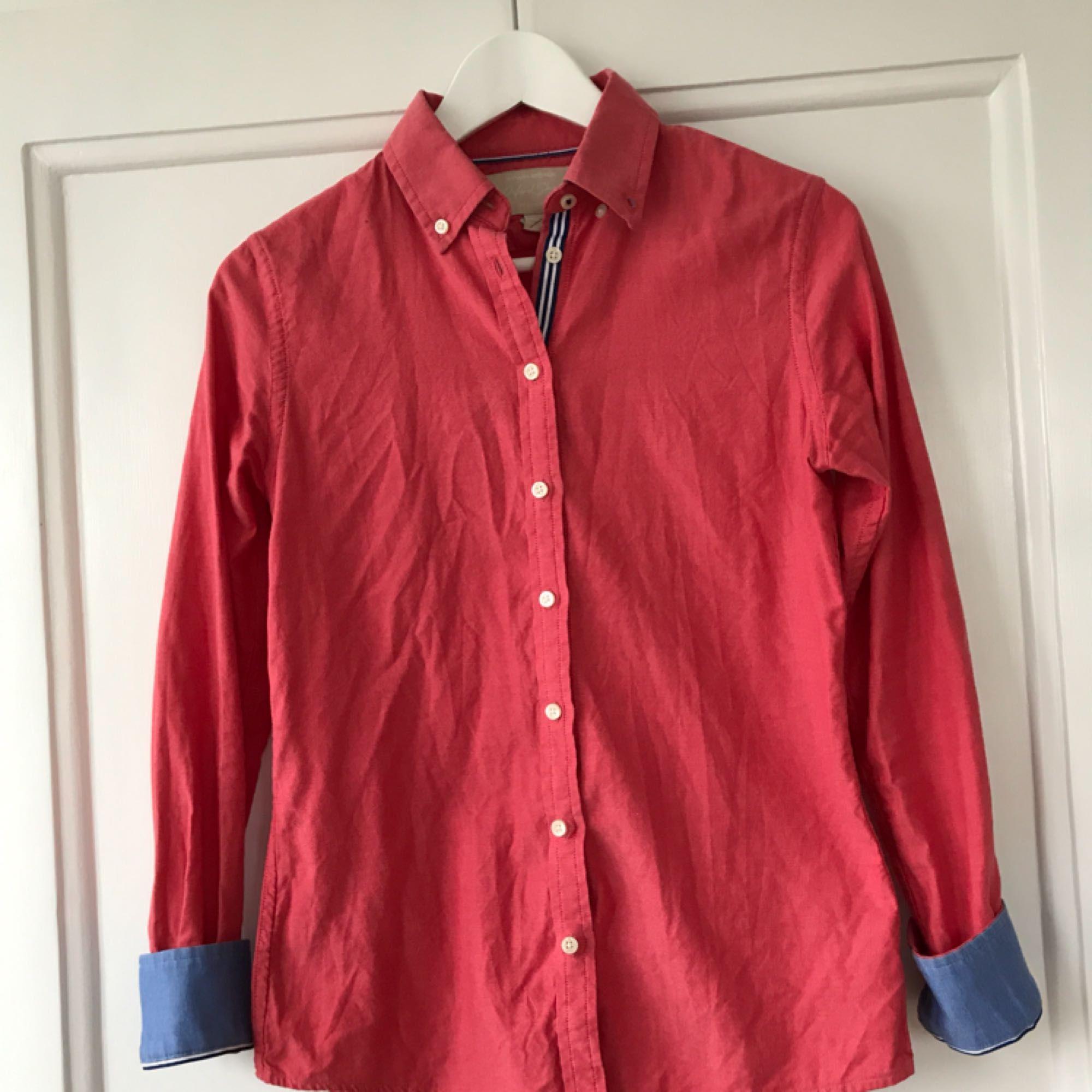 Banana Republic Oxford skjorta i hallonröd/rosa färg. Perfekt skick!. Skjortor.