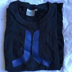 Marinblå T-shirt från wesc Frakt inkl *se profilbeskrivning*
