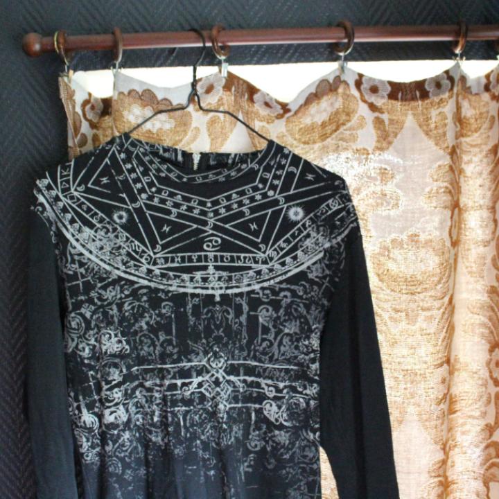 aacc9b54a3db 🌻Jag bjuder på frakten 🌻 Långärmad klänning med tryck från divided ca 3  år sedan ...