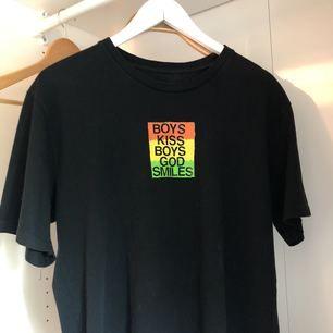 T-shirt från UNIF, använd en gång. Frakt ingår, pris kan diskuteras. Originalpris 52 USD + frakt