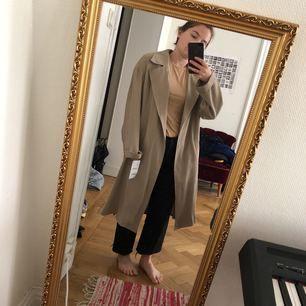 Helt ny kappa från zara. Säljs pga för stor.