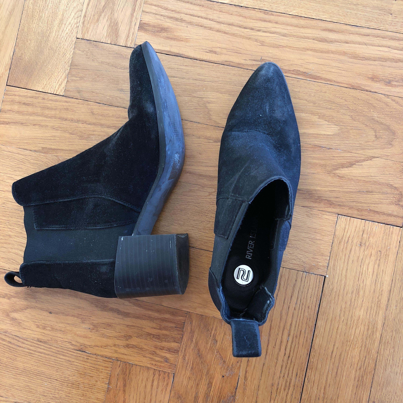 Slitna men snygga skor i konstmocka. Hämtas på Gärdet.. Skor.