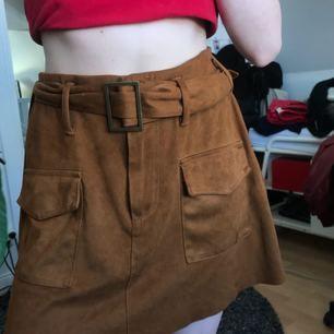 Superfin kjol från Zara som endast blivit använd 1-2 gånger. Kan frakta (då står du för kostanden) eller mötas upp i Stockholm! 🌹