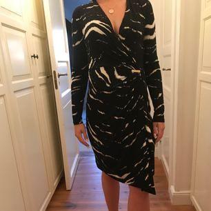 Michael Kors klänning i mjukt material, storlek XS men passar även S. Eventuell frakt tillkommer och pris kan diskuteras