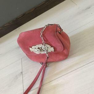 En liten väska med glitter detaljer. Använd förra sommar. Zara.