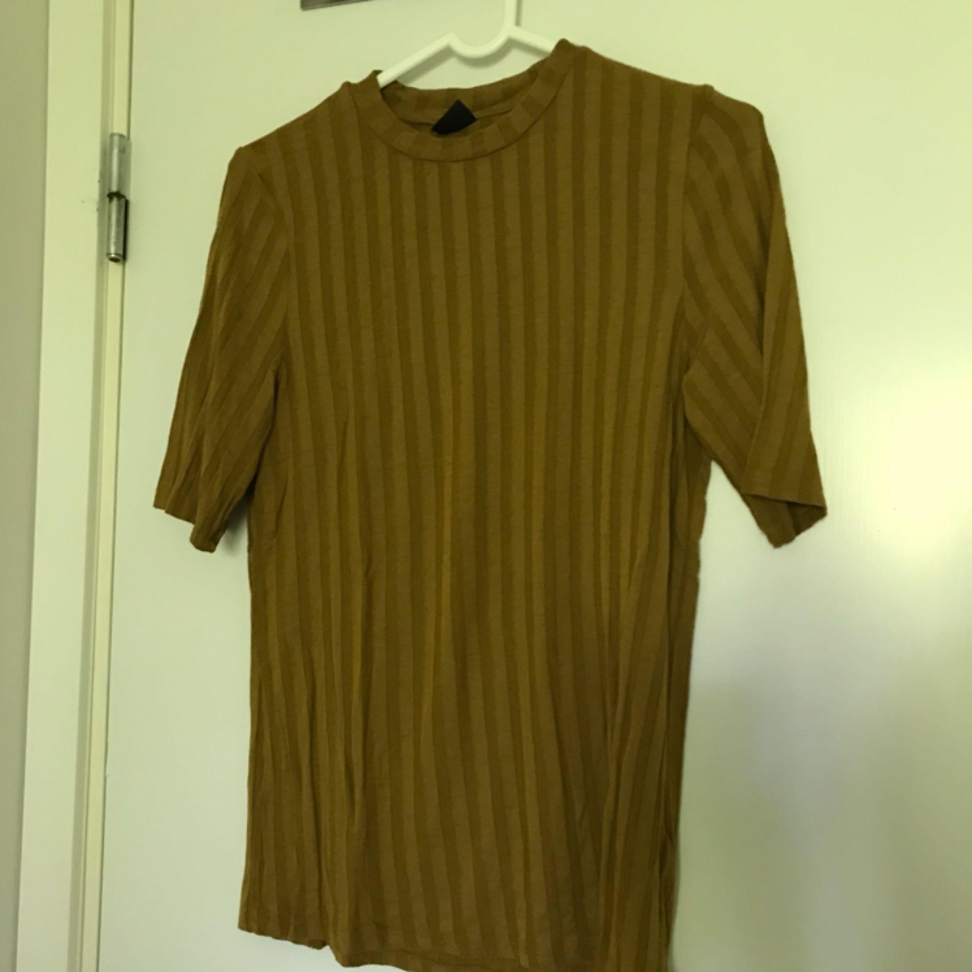 Knappt använd T-shirt från Gina tricot. T-shirts.