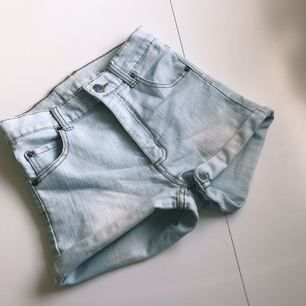 Supersnygga Cheap Monday shorts i storlek XS! Är lite skrynkliga då jag inte använt dom på ett tag. Är ljusare nertill vilket är jättesnyggt! Köparen står för frakten, köpta för 399kr ❣️❣️