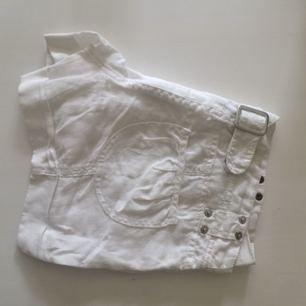 Vita små shorts från Bikbok  Köparen står för frakten