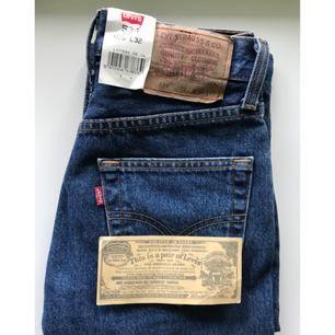 Helt nya, jättefina Levis 534, köpte de här på plick men säljer vidare då de var för småa. Betalning sker via swish och köparen står för frakten.