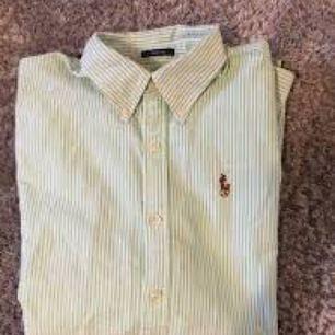 Ralph Lauren skjorta i fint skick! Storlek S                                  Köparen betalar frakt!