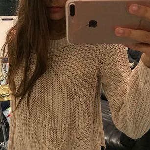 Jätte fin beige tröja ifrån HM. 💕  Storlek M men känns mer som S. Köpare står för frakt!♥️