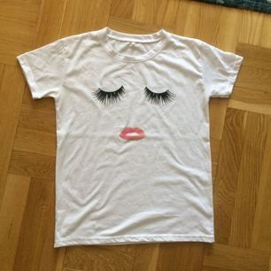 Fin t-shirt storlek L men passar M bäst!
