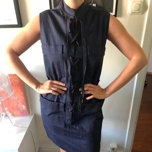 Blå klänning från Rodebjer i bomull och linne. helt oanvänd.   Köpare betalar ev frakt