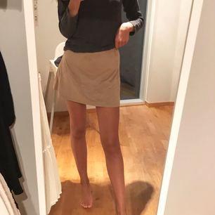 Super fin mocka kjol ifrån Nelly!   Använd ca 2 gånger. Köpare står för frakt💕 kan skicka mer bilder privat om du vill:)