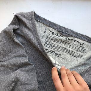 """Underbar tröja (SVETTIS) från Granit! Ekologisk, jättehärlig """"stenig"""" färg och lätt på kroppen."""