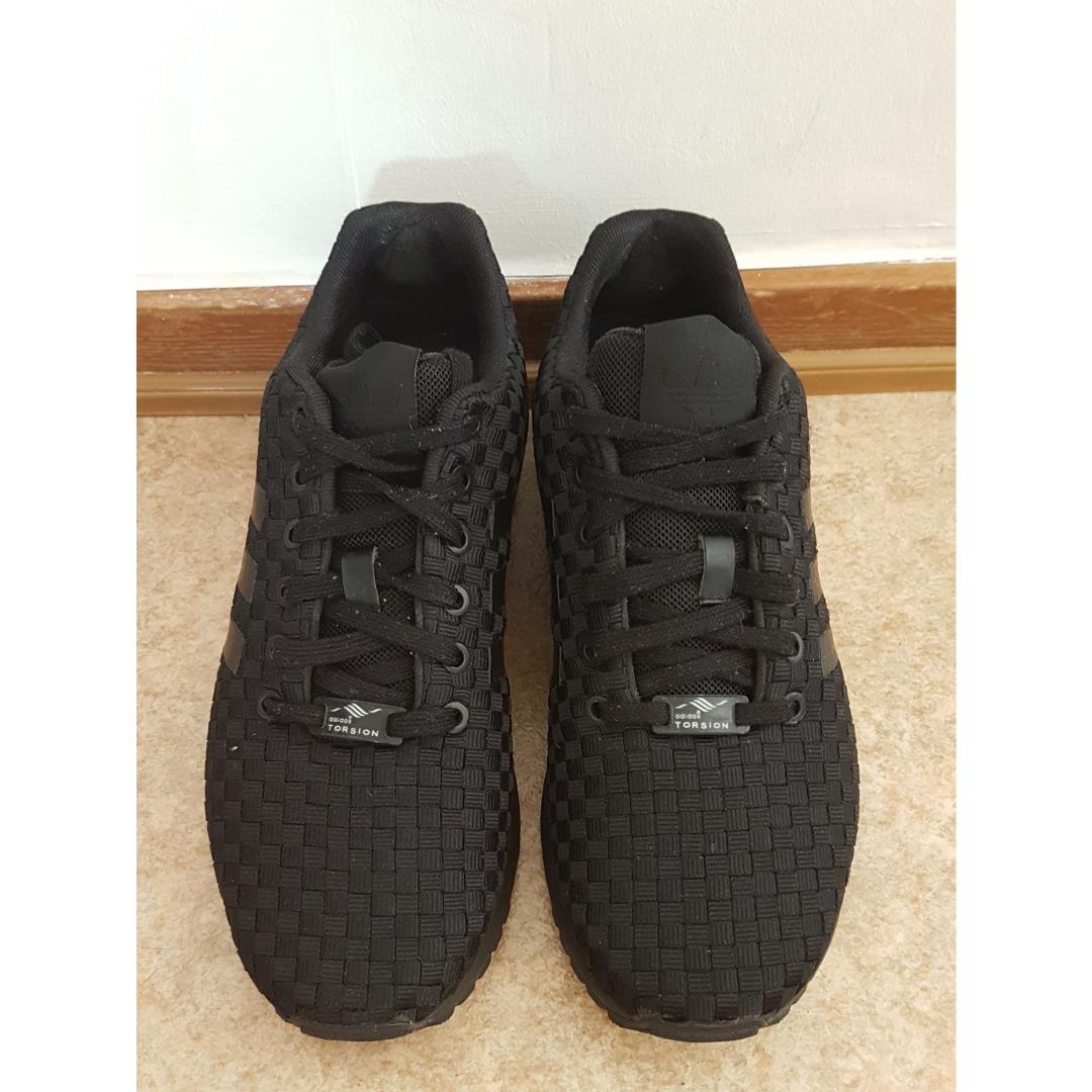 new style aaa45 6e65d Lite slitna Helsvarta adidas skor i strl 40, använda fåtal gånger, fint  skick.