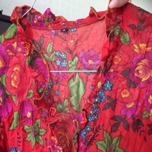 Vintage blommig kort klänning! Använd en gång 🌺