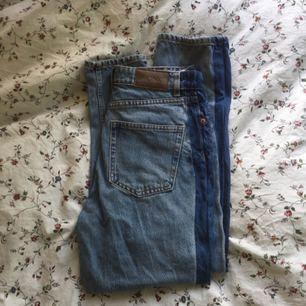 Snygga 80-tals jeans från Monki med revärer på sidorna! Passar den som är ca 160cm, storlek 25. Kan mötas upp i Lund, köpare betalar frakt. Säljer pga är tyvärr försmå.