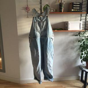 asfina hängselbyxor, säljer pga lite användning. fri frakt!!