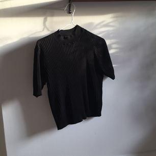 ribbstickad t-shirt! fri frakt