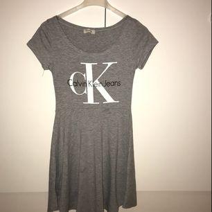 Calvin Klein klänning.