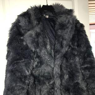 Sjukt snygg pälsjacka ifrån H&M, köpt för 800 kr