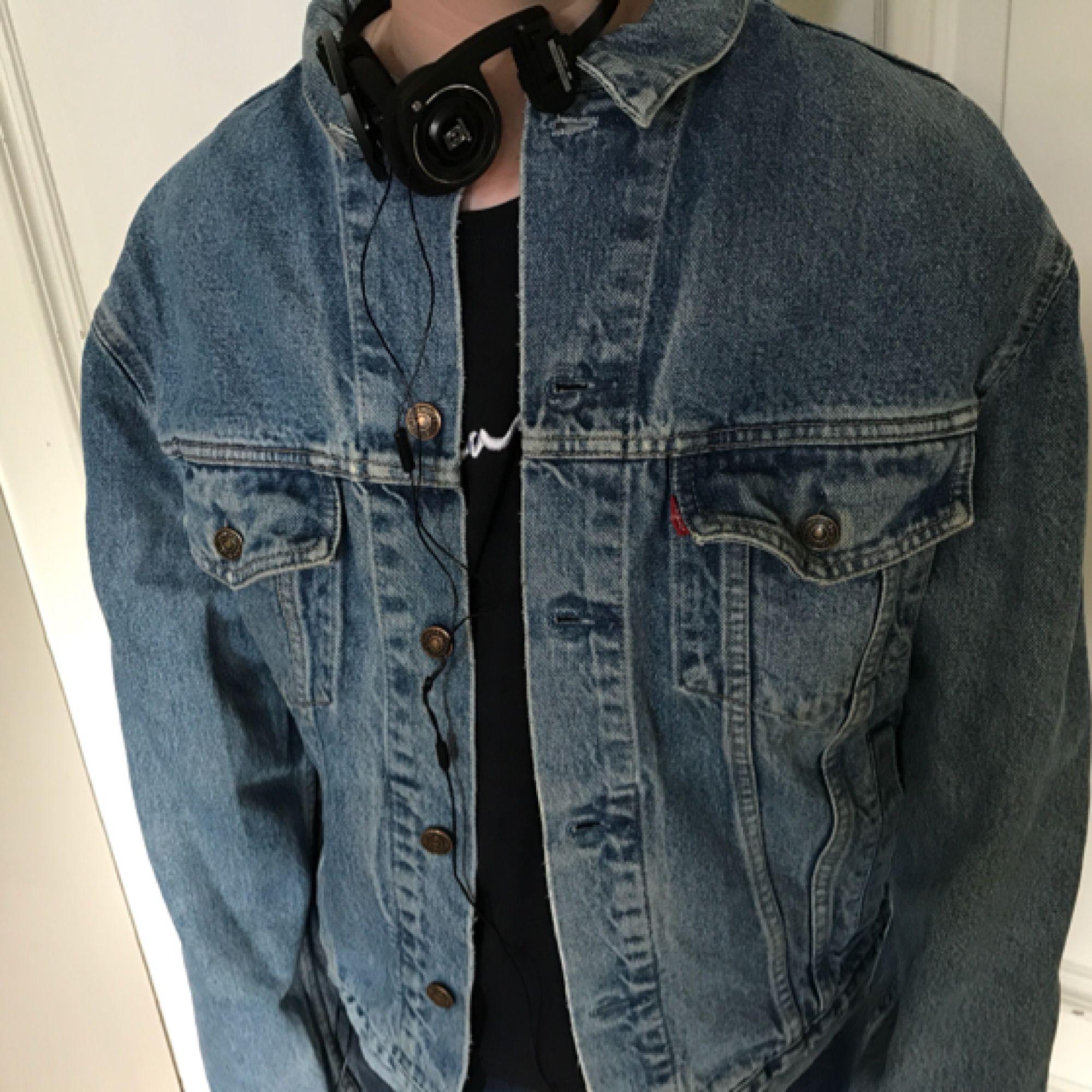 14b9db9938ff Vintage 80-tals jeansjacka från Levis. 70503. Trevligt slitet skick.