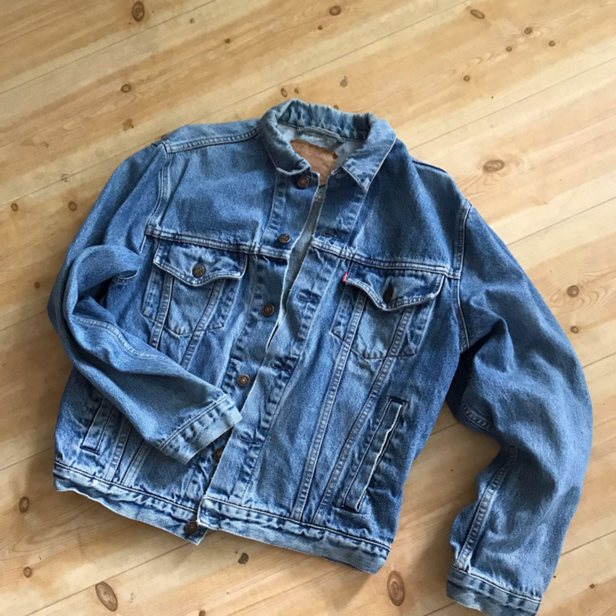 ddc471796ba2 Hämtas i Vintage 80-tals jeansjacka från Levis. 70503. Trevligt slitet  skick.