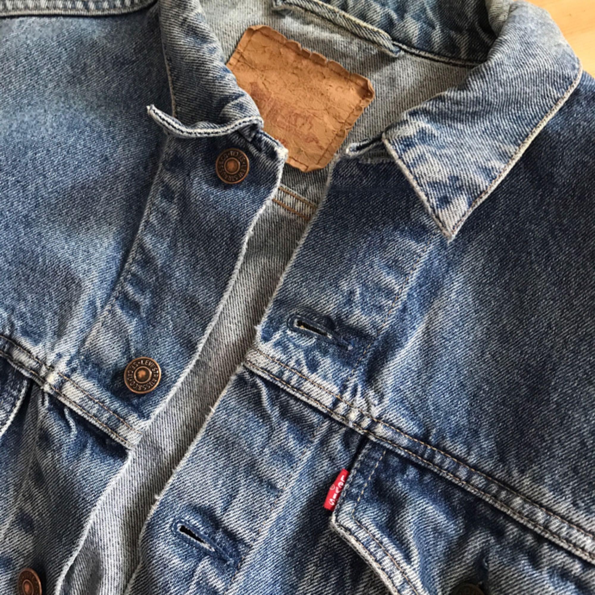 b06a42a1ab59 Hämtas i Vintage 80-tals jeansjacka från Levis. 70503. Trevligt slitet  skick. Hämtas i