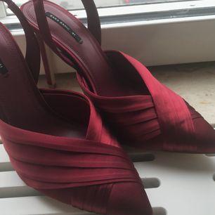 Helt oanvända skor från Zara, storlek 41- men mer som 39/40.  👠 Skickas eller möts upp i Göteborg. Köpare står för frakt