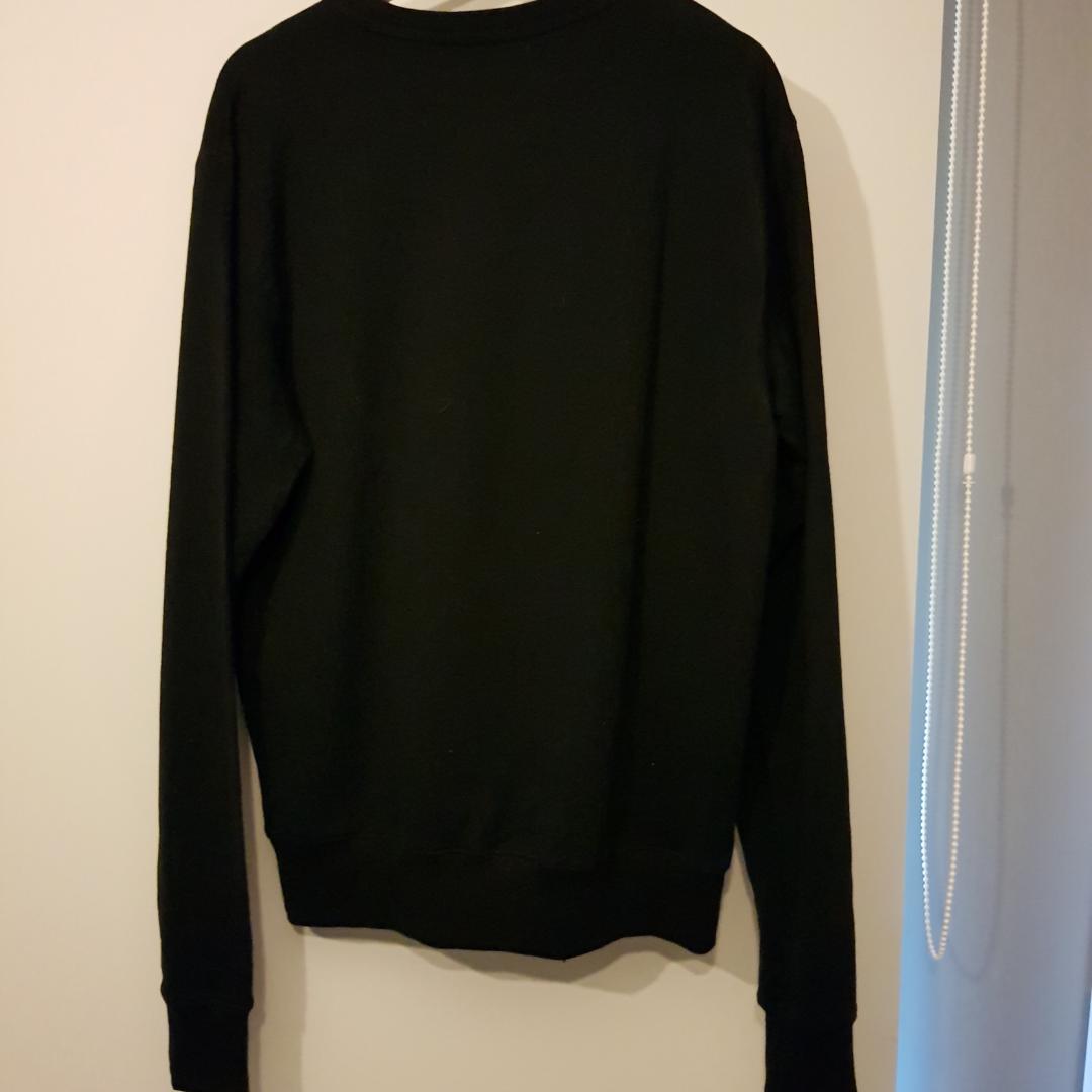 Sweater köpt från KILLSTAR för mer än 2 år sen och inte säljs längre. Säljer pga att den inte används på väldigt länge🤷♂️  Använd högst 3 gånger!. Huvtröjor & Träningströjor.