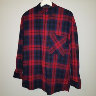 Blårödrutig skjorta från Zara. Använd endast en gång👍