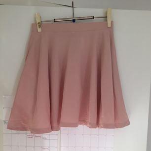 Rosa kjol från lager 157!. Frakt ingår i priset, kan samfrakta❣️