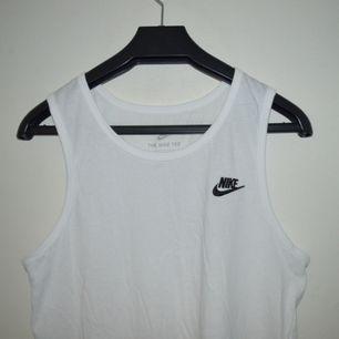 Vitt Nike linne! Ej använt.