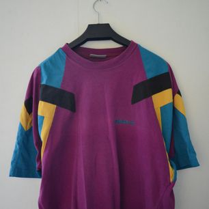 Skitsnygg retro adidas t-shirt, köpt på Humana.
