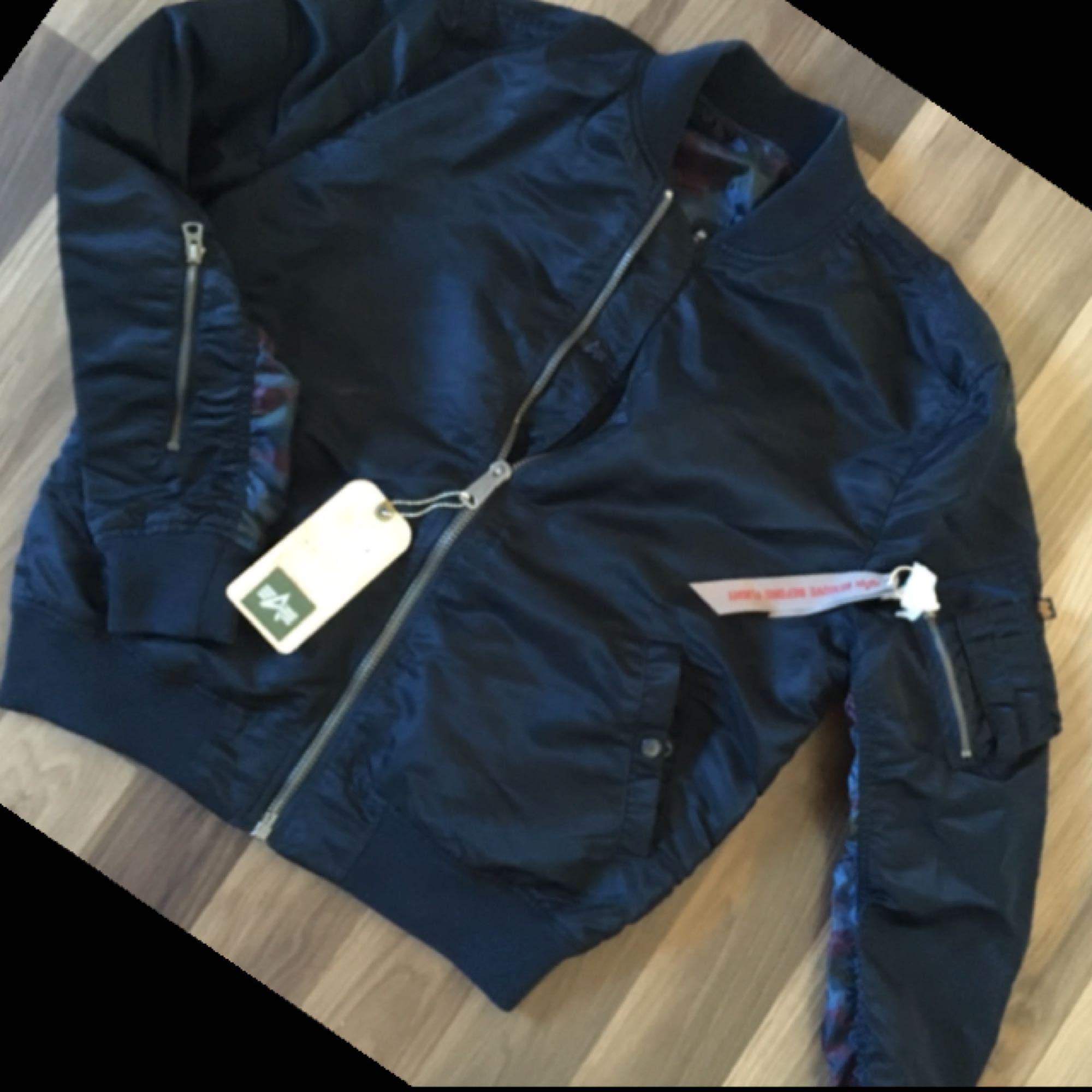 Helt NY Alpha Industries reversible bomber jacket blue/camouflage I size XL male  Ny pris i London 150 pund . Jackor.