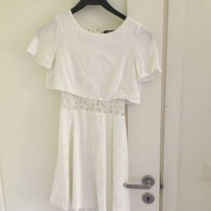 Säljer denna suuuuuperfina klänningen från Bik Bok! Perfekt nu inför skolavslutningar och konfirmationer! Frakt tillkommer och den står köparen för. Använd endast 2 gånger och är i nyskick!