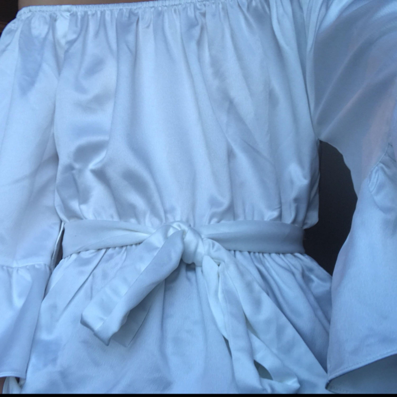Supersöt off shoulder topp från chiquelle. Lappen är borta men tröjan är aldrig använd. Ordinarie pris 299-349:-. Frakten är inräknad i priset . Toppar.