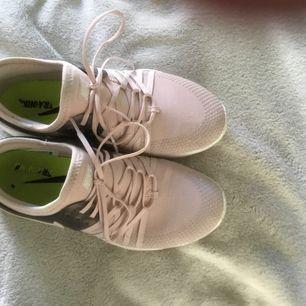 Nästan nya Nike skor storlek 37,5 men passar oxå 36.