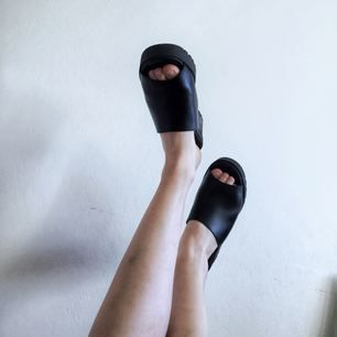 Har använt dessa skor 5 gånger på fest/bröllop och ser typ nya ut. De är stl 40 men jag har vanligtvis 39, så det är en liten storlek. Suuuuperfräscha!  Hämtas i Uppsala eller Örebro