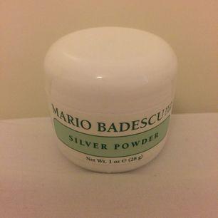 Naturligt pulver som används för att rensa bort pormaskar. Använd 1 gång, säljes pga för lat att hålla på med hudvård. Frakten står jag för! :)