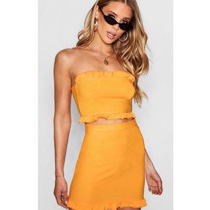 Supergulligt orange set, storlek 36. Aldrig använd. Köparen står för frakt.
