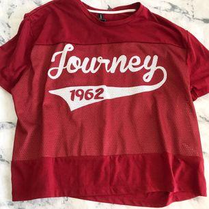 Snygg basket t-shirt, märkt som XL men jag har S/M och har använt den som en oversize!