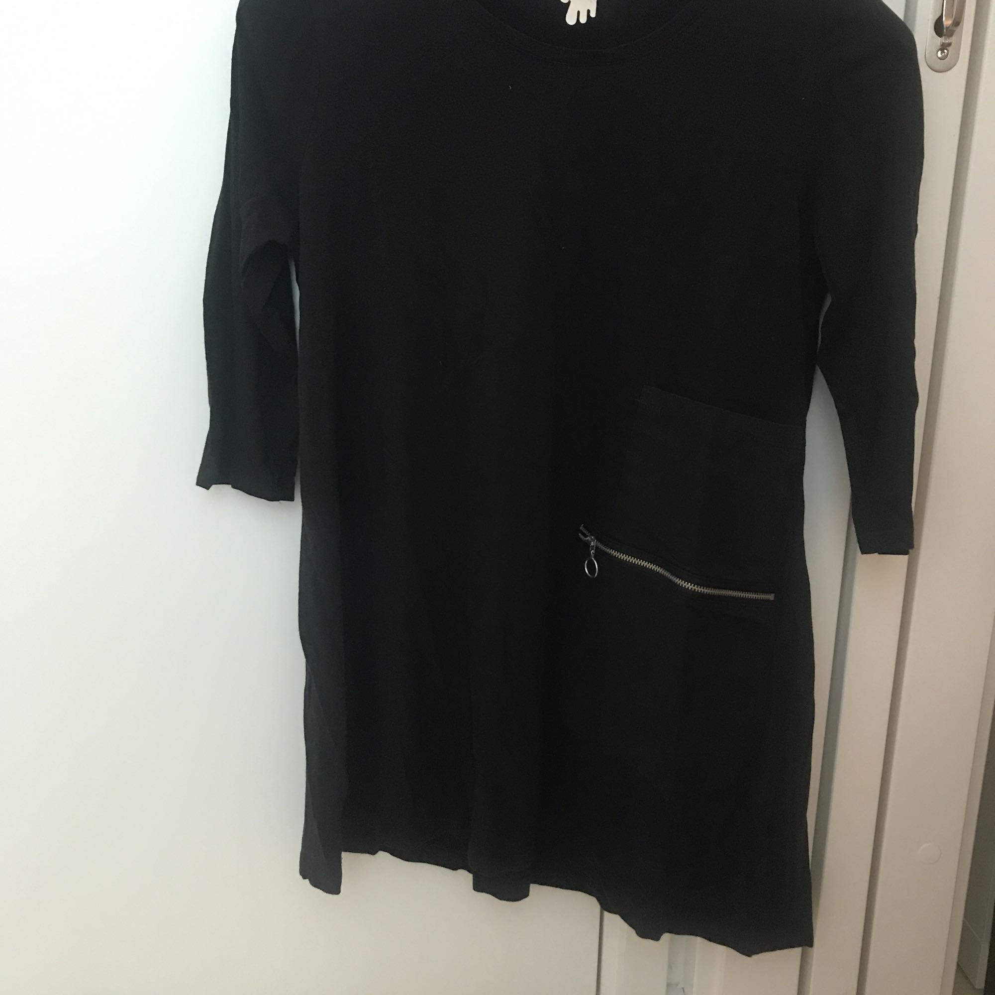 Tröja/tunika/klänning från Monki. Använd ett fåtal gånger. Trekvartsarmar. Frakt tillkommer. . Huvtröjor & Träningströjor.