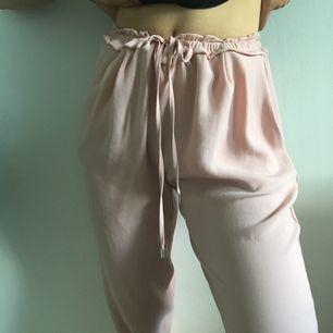 Rosa kostymbyxor från zara, knappt använda! Skickar fler bilder vid intresse