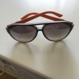 Jättefina solglasögon Gucci aldrig använd.