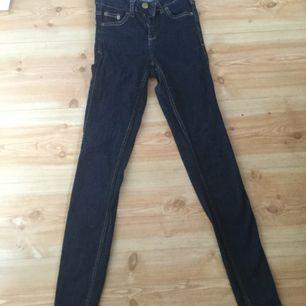 Jeans från Gina. Tajta hela vägen. Storlek 34 men mer som 32 (xxs)