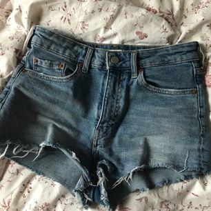 Snygga jeans köpta förra året, säljer pga använder inte dem.