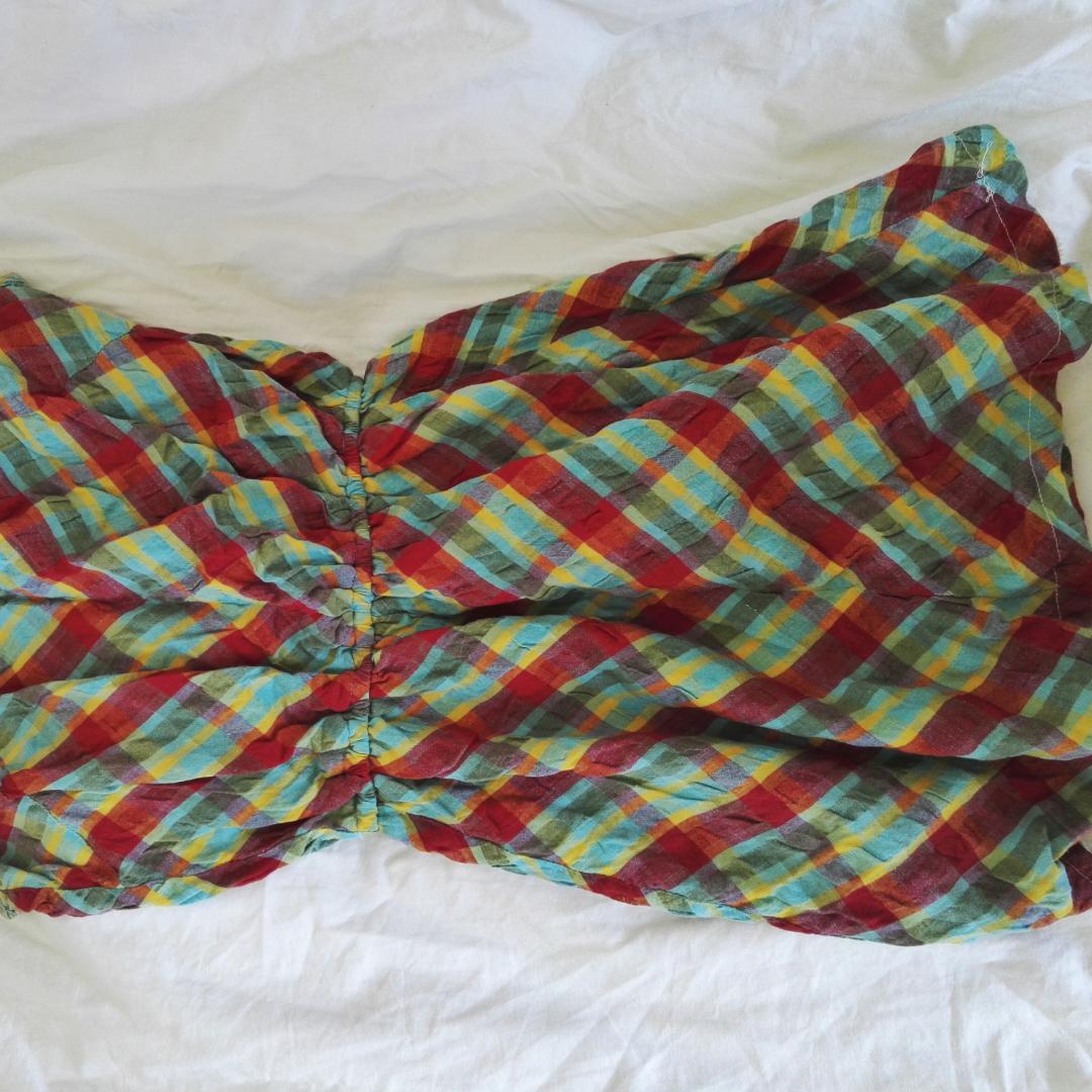 Skitsnygg och skön klänning som slutar ungefär vid mitten av låret. Inklusive frakt! Resår i midjan o lätt att bara slänga på sig👌🎉. Klänningar.